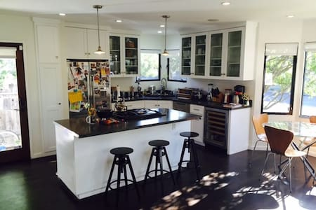- Great location, short walk to Venice Beach, Abbot Kinney boutiques & restaurants, Venice Canals & Marina Del Rey - Newly built 4 bedroom, 3 bath home on residential street  - Comfortably sleeps 8 - Great backyard w/hot tub, deck,  fire pit & grill