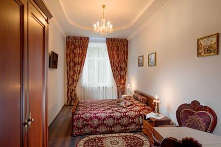 Однокімнатна квартира біля костелу - Lakás