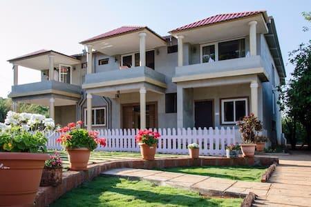 Luxury family room - Condominium