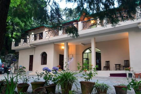 Family Suite @ The Camphor Tree - Pura Stays - Naukluchiatal