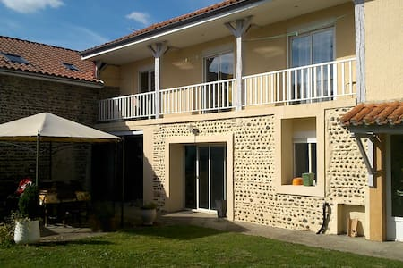 Chambre avec balcon proche Marciac - Rumah bandar