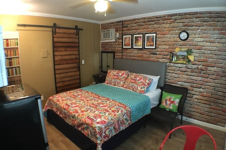 Waikiki Studio (Two blocks from the Waikiki beach) - Honolulu - Apartment