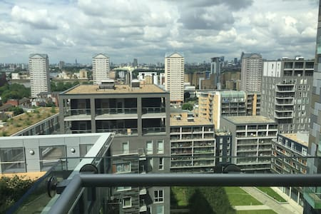 New build 16th Floor Double bedroom with balcony - Appartement