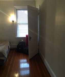Awesome bedroom in Brookline !! - Lägenhet