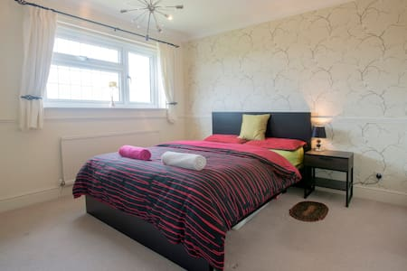 Double bedroom with private ensuite - Downswood, Maidstone - House