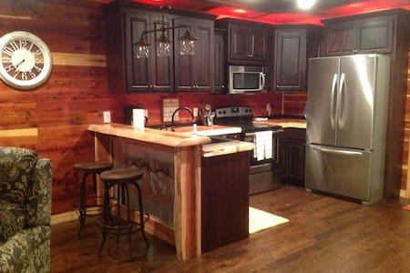 CEDAR CABIN Retreat near Tim's Ford Lake - Tullahoma - Cabane