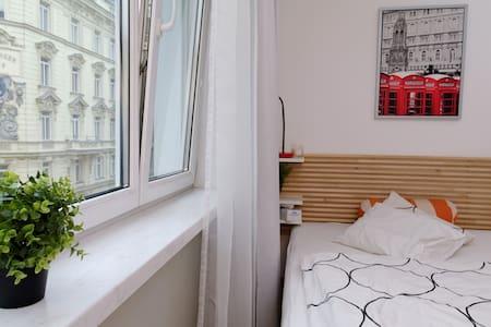 Art des Zimmers: Ganze Unterkunft Art der Unterkunft: Wohnung Unterkunft für: 2 Schlafzimmer: 0 Badezimmer: 1