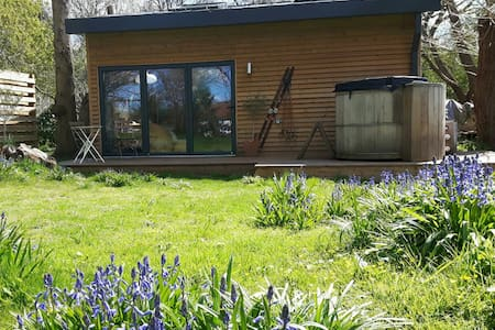 Secluded Cabin with Hottub - Maidstone, Kent