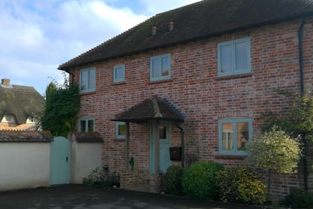 Large sunny comfortable rooms.  Andover - Hampshire - Casa