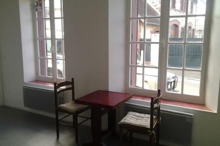 studio en centre ville - Bagnoles-de-l'Orne - Lägenhet