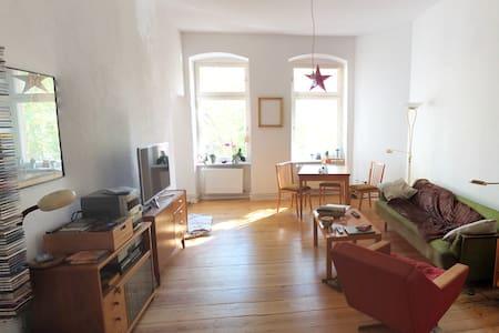 Schöne 2- Zimmer Wohnung in Neukölln - Berlijn - Appartement