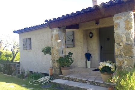 110 sq. apartement in villa / Confort and calm - Le Rouret - House
