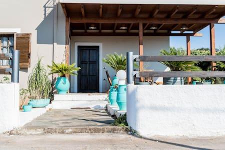 cosy house 150m2.near beaches.. - Pazinos - Haus
