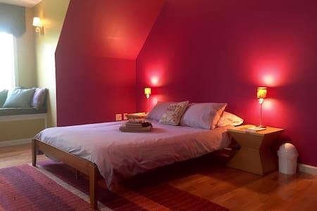 Peaceful Purple Room - Oak Bluffs - Ház