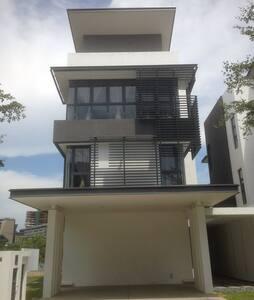 Villa Tasik Putrajaya - Ház