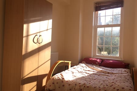 TRIPLE ROOM IN KINGS CROSS/EUSTON - London - Apartment