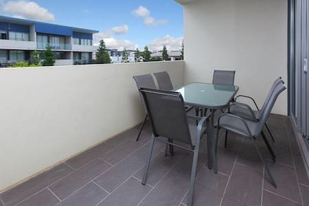 Clean and tide place for 2 - Bulimba - Apartment