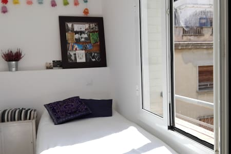 Sunny Single Room in Gracia - Barcelona - Apartment
