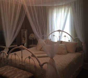 Inn The Park Bed & Breakfast-The Heavenly Hideaway - Bed & Breakfast