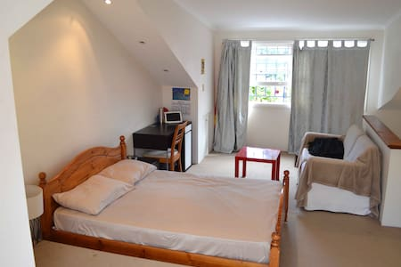 Double bed with rooftop - Chippendale - House