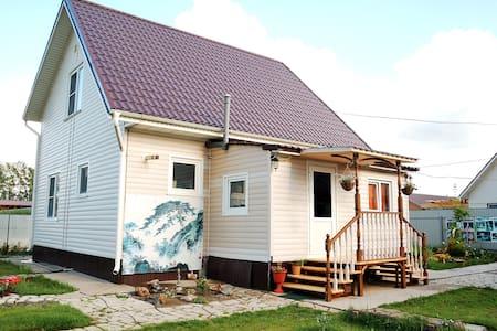 Уютная комната рядом с Барнаулом (с. Солнечное) - Hus