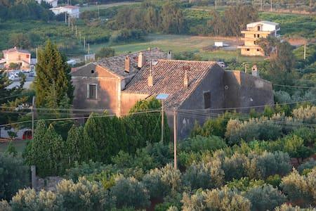 Residieren in 1000 jähriger Burg - Hus
