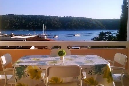 Seaview, family-friendly island apt - Appartamento
