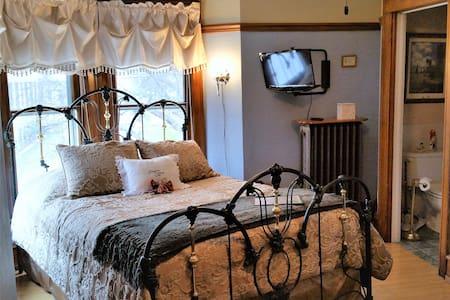 Franklin Street Inn B&B - Rhodes Room - Appleton - Bed & Breakfast