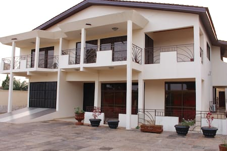 Sweet apartment in East Legon! - Willa