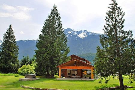 The Barking Frog Lodge - House