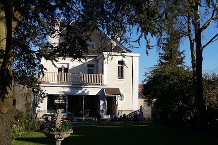 Grande maison de caractere en coeur de village - Celé patro