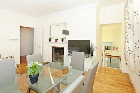 (CG07) Great Flat in Covent Garden