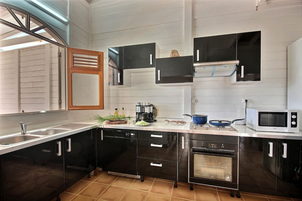 Villa beau rivage vue mer 4ch villas louer la for Voir cuisine equipee