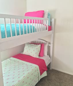 Comfortable top bunkbed shared room - El Segundo - 公寓