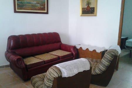 Casa en la villa de Fuentidueña. SG - House