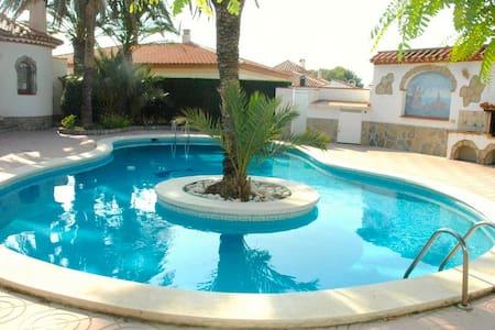 Nice Holiday Home Lucia - Miami Playa