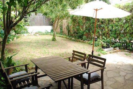 Casa, planta baja, con jardín privado y barbacoa - Rumah