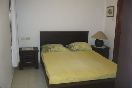 nice and cozy room with private bathroom+s.balcony - Netanya - Lejlighed