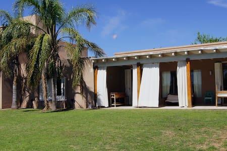 Villa Allende, 4 Dormitorios con pileta y jardin - Villa Allende - Rumah