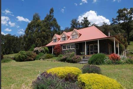 Jadeswood House - sleeps up to 9 - Rumah