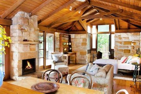 Pittwater Bush Cottage in Sydney - Lovett Bay - Cabin