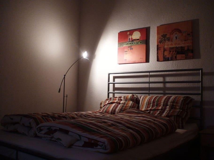 der zweite Blick: ein bequemes 1,40 m breites Bett für 2
