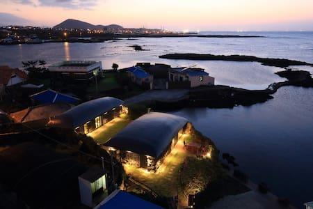 Jeju Rental House 'BLINDWHALE' - Jochon-eup, Jeju-si - Hus