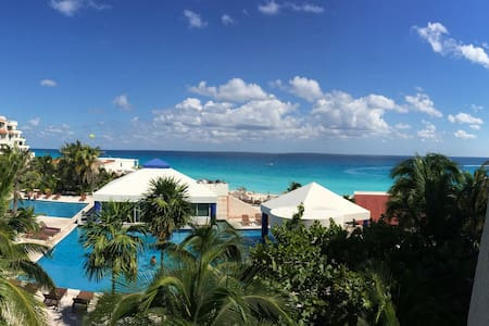 ONE OF THE BEST VIEWS IN CANCUN  - Apartment