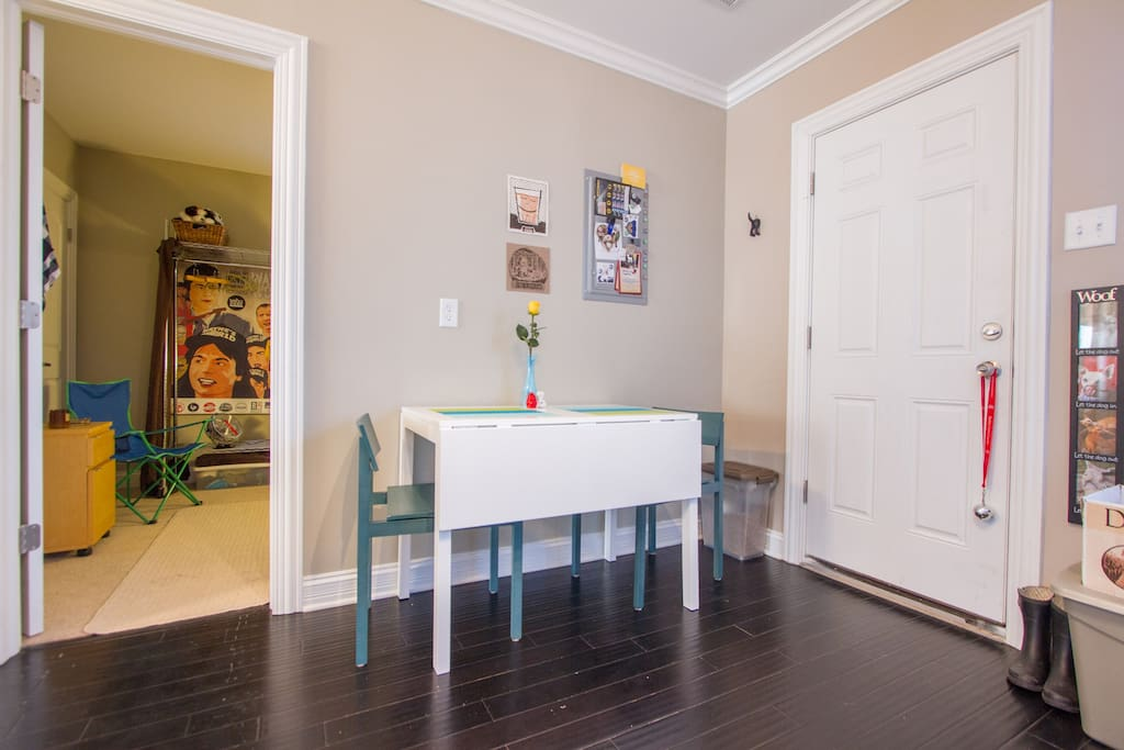 Room To Rent In Chicago To Play Cards
