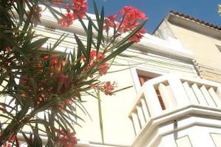 Welcoming house in good location near to the beach - Mataró - Bed & Breakfast