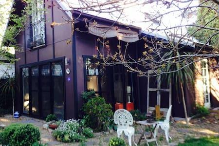 The Artist's Studio - House - Cottage