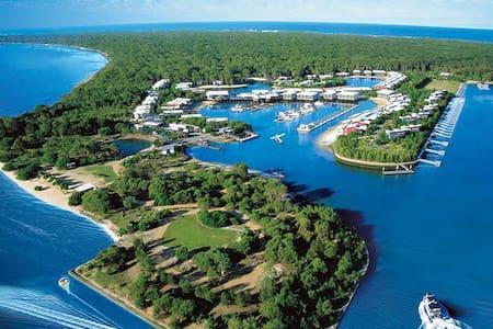 Charming Island Escape Gold Coast - Blockhütte