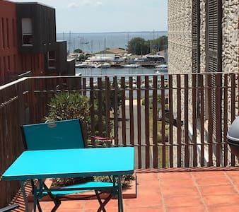 F2 terrasse vue sur le port - Appartement