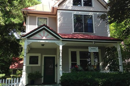 Smiths' Bed and Breakfast - Iowa City